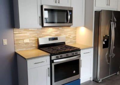 maple-white-cabinets-quartz