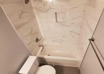 modern-porcelain-tiling-tub