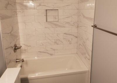tub-grey-porcelain-tiles