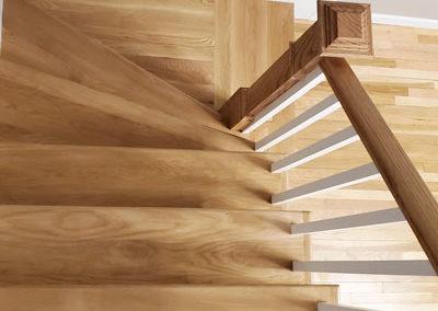 hardwood-staircase-white-raisers